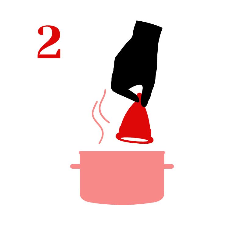 Hierve la copa por 3 minutos en agua